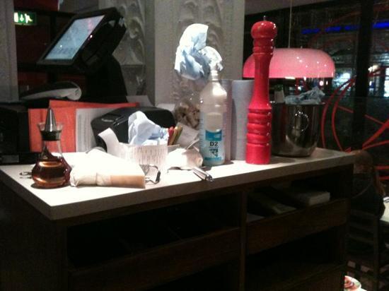 ASK Restaurant London - Victoria : filthy waiter station