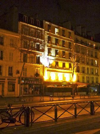 Hotel Novanox: The Hotel at night