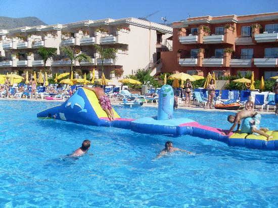 Holiday Village Tenerife: pool games