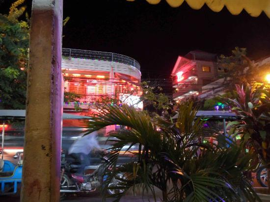 Le Bon Cafe & Pub: Neon Phnom Penh from the seats of Le Bon Cafe