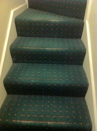 Best Western Northbridge Apartments: Stairs