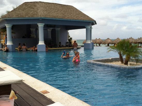 Swim Up Bar Picture Of Iberostar Grand Rose Hall Jamaica Tripadvisor