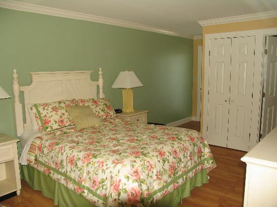 "Edgewater Inn: Nothing ""dated"" about this room."