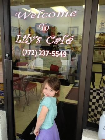 Port Saint Lucie, ฟลอริด้า: Our Lily met the Lily of Lily's Cafe!