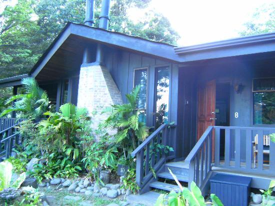 Adorno del jard n picture of hotel el sapo dorado for Bungalows el jardin retalhuleu guatemala