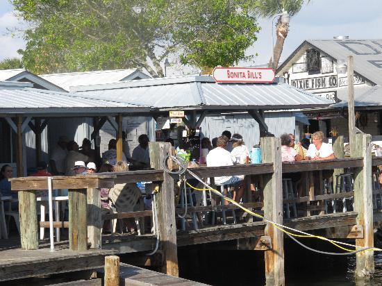 Bonita Bill's Waterfront Cafe : Back deck @ Bonita Bills Waterfront Cafe