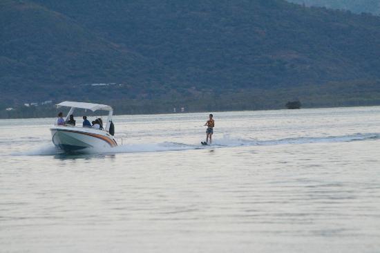 Paradis Beachcomber Golf Resort & Spa: waterskiing with Mervyn