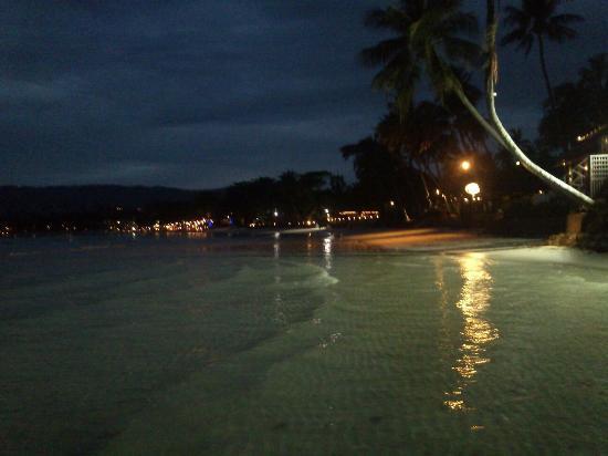 Tango Beach Resort: the beach next to resort