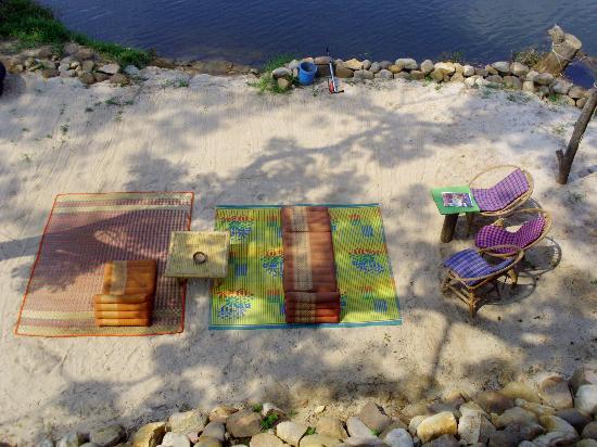 petit ponton sur la kamot river - Picture of GreenHouse