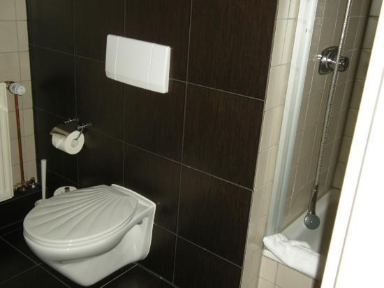 Hotel PrimaVera Parco: Room 128 bathroom