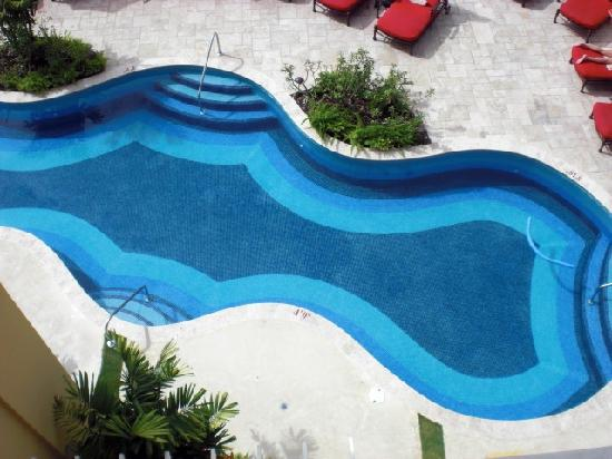Ocean Two Resort & Residences: View of pool from balcony
