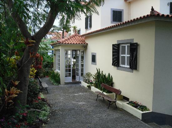 Vila Vicencia: Entrance lobby inside entrance courtyard
