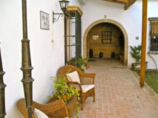 Hacienda La Vereda: One of the many patios