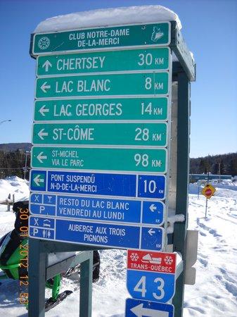 Randonneige Day Tours: Une autoroute pour motoneige.