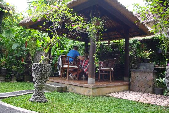 Sehati Guesthouse: good breakfast in the open air