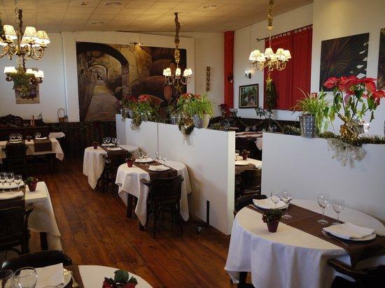 Montbrio del Camp, Spain: Spacious eatery