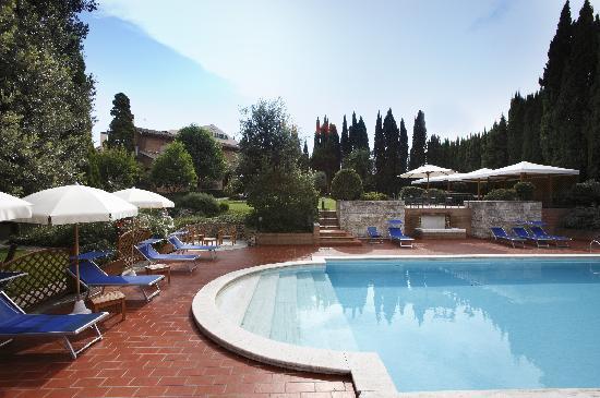 Villa Luisa : Relax in piscina nel verde del nostro giardino