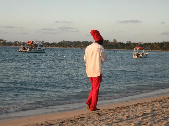 Couples Negril: The beach at sunset