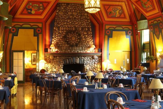 Grand Marais, MN: Dining room, Naniboujou Lodge