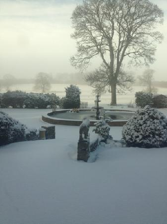 Wold Cottage: snowy morning