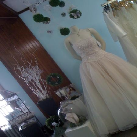 Clever Bride Consignments: new and gently used gowns & accessories at amazing prices