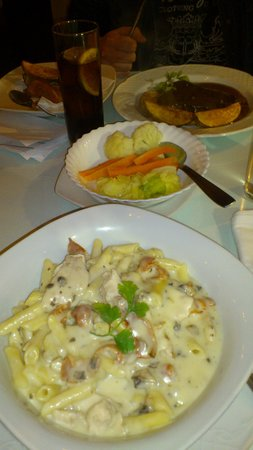 Paneil's: Chicken Penne with mushroom creamy sauce + Steak (6oz) with peppercorn sauce (Advice?: Go for th