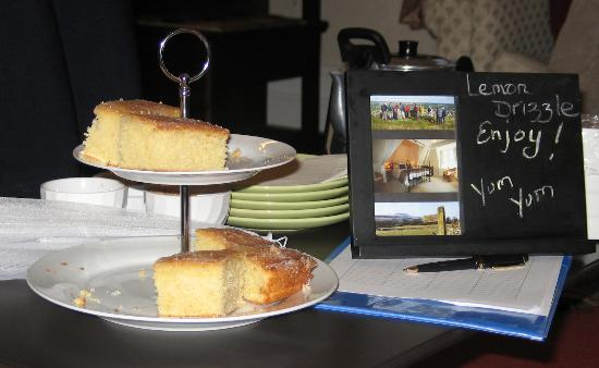 Eastfield Lodge Guesthouse: Lemon Cake. Yum! Yum!