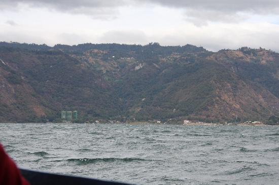 Hotel La Riviera de Atitlan: l'hotel vu du lac