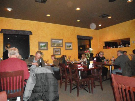 St. Clair Winery & Bistro: Cozy dining room at OLD location - moved as of 1/26/12 -