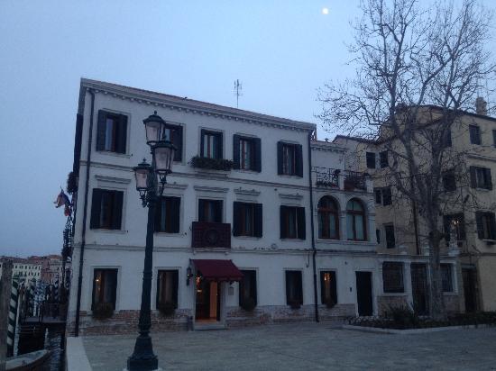 Hotel Canal Grande: Hotel facade