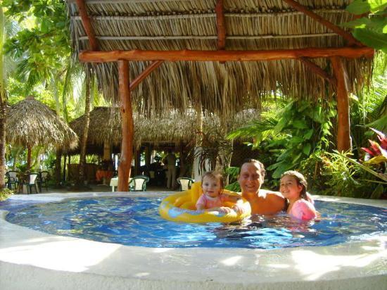 Karahe Beach Hotel: familia