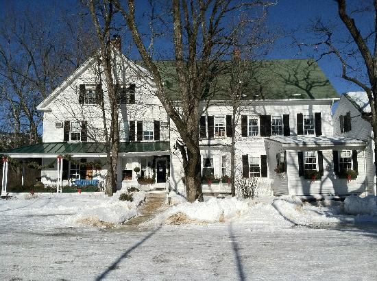 Farm by the River Bed and Breakfast with Stables: View from the driveway