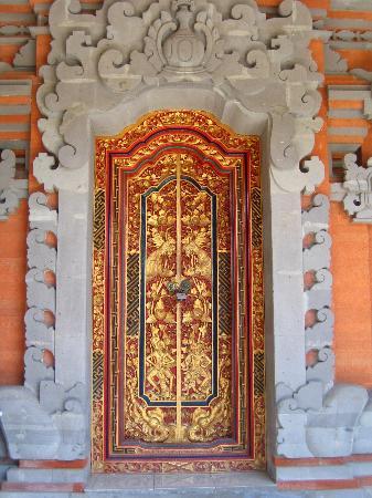 Stana Puri Gopa Hotel: La porte de notre chambre