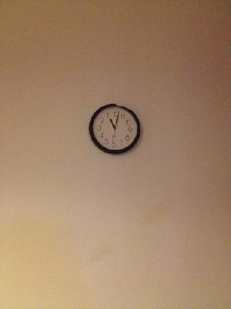 Hotel Romulus: backwards clock! lol