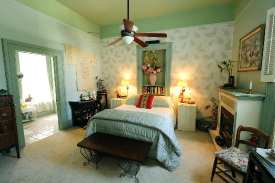 Harkey House Bed and Breakfast: Elegance and Comfort