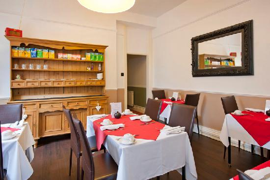The Fountains Guesthouse: Breakfast Lounge