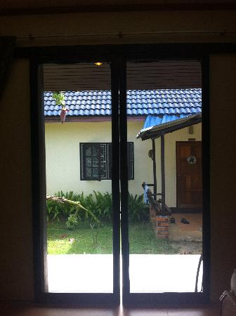 Baannueng@Kata (The Kata Orient House): Huge gap in the door for the mosquitos to come in