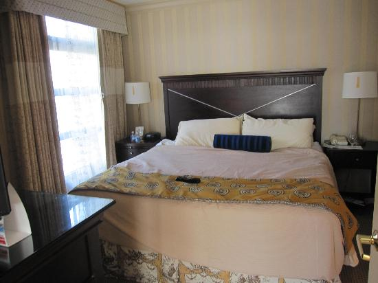 Hamilton Crowne Plaza Hotel: Bedroom