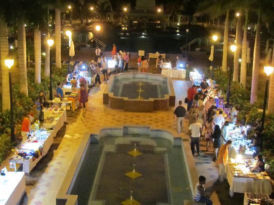 Hotel Riu Palace Aruba: Vendor night at the Riu Palace Aruba
