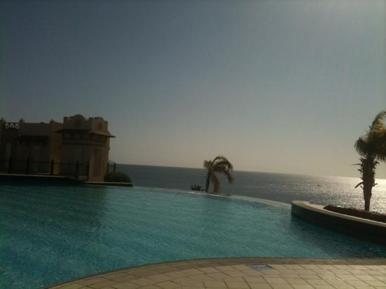 Concorde El Salam Hotel: infinity pool lovely but too cold as not heated..