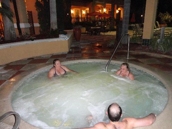 Floridays Resort: Jacuzzi quentíssima dia e noite!