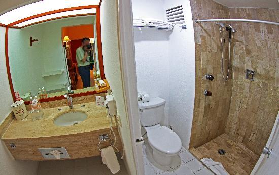 Hotel Mision Palenque: Bathroom