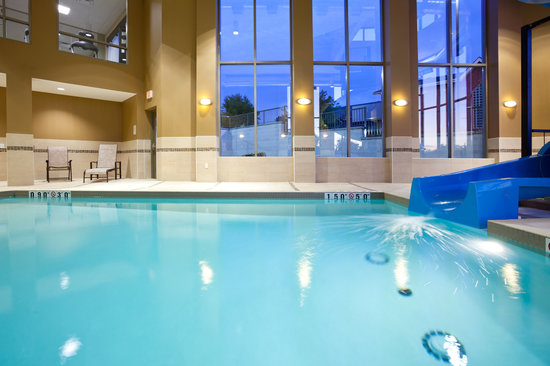 Holiday Inn Express Hotel & Suites Woodstock: Pool