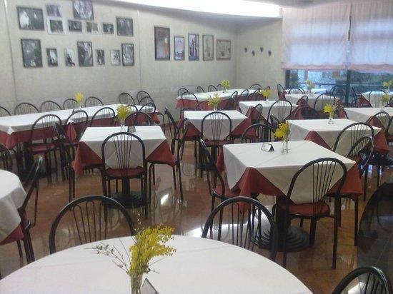 Pizzeria Michele: sala preparata per festa delle donne 2011
