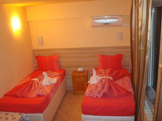 Viva Beach RESTAURANT: twin bed room hotel VIVA BEACH