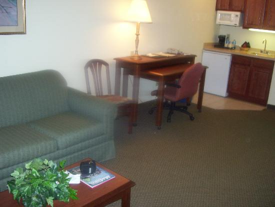 Clarion Suites at the Alliant Energy Center: Sofa, work station and kitchette