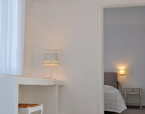 Santa Maria Luxury Suites: The Aquamarine suite hall