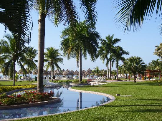 Royal Decameron Beach Resort, Golf & Casino : Decameron at 7 am...nice and quiet!