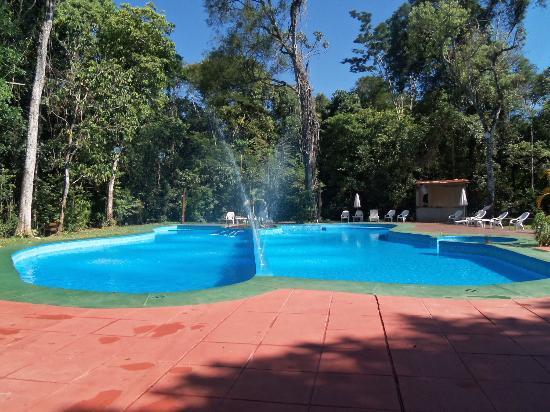 Piscina fotograf a de sol cataratas hotel puerto iguaz for Cataratas para piscinas