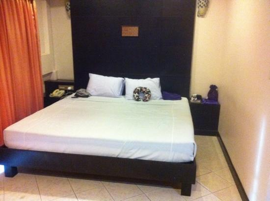 Royal Express Hua Hin: Big bed